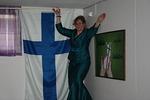 Nouse salkoon lippu valkoinen, piirrä pilviin risti sininen, se on kallein aarre isänmaamme, merkki Kuninkaamme liitto ikuinen, nouse salkoon toivo sydänten, nouse salkoon risti Jeesuksen!